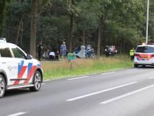 Wielrenster (41) uit Veenendaal mogelijk tegen fiets getrapt door duo op felblauwe scooter