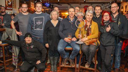 Fanclub Jasper Stuyven viert overwinning in Omloop met gratis vat
