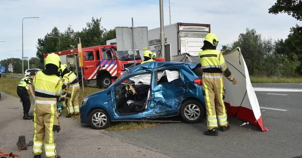 Twee gewonden bij ongeval met auto en vrachtwagen in Poederoijen.