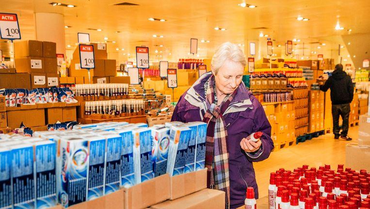 Enschede: op 3.800 vierkante meter winkelruimte zit nu Medikamente Die Grenze. Beeld null