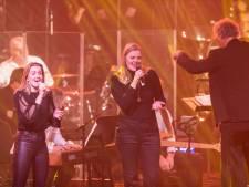 Plotsklaps staan Nine en Yoanique te zingen voor 1300 man