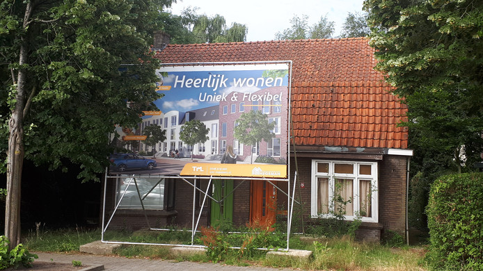 Geen stadsvilla's in Nijverdal; de vervallen woningen aan de Markt blijven hier dus nog een tijdje staan.