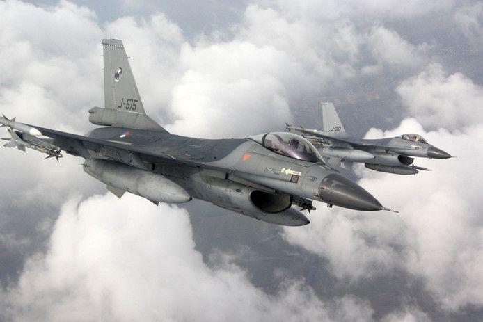 Twee F16's.