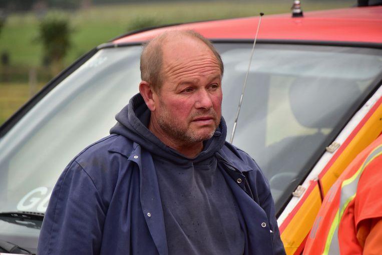 Zaakvoerder Kris Witdouck moest machteloos toezien hoe het vuur de hele opslagplaats vernielde.