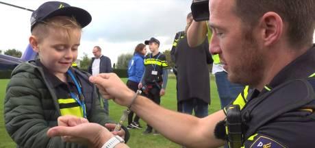 Prachtig! Politie zet zieke kinderen in het zonnetje in Lelystad: 'Dit is fantastisch'