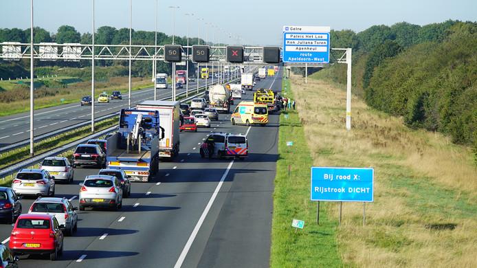 Het verkeer op de A1 bij Wilp liep zaterdagochtend vast na een ongeval waarbij drie personenauto's waren betrokken.