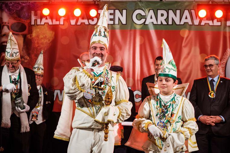 Doop van de carnavalwagens.