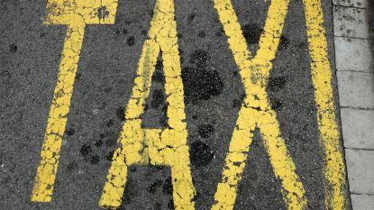 """Jonge toeriste stapt """"taxi"""" in. Als de deuren op slot gaan, beseft ze dat ze niet naar haar hotel rijden"""