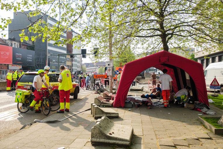 2018/04/22, Antwerpen, Belgium. Medisch rampenplan afgekondigd tijdens Ten Miles loopwedstrijd in de hitte. Vooral aan de Waaslandtunnel waren ambulances nodig.