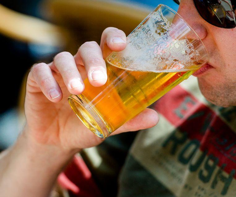 Een biertje op een terras tijdens een zomerse dag. Beeld ANP XTRA