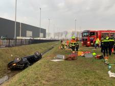 Vrouw zwaargewond na crash op A2 bij Kerkdriel: brandweer gebruikt heftruck vanwege beknelling