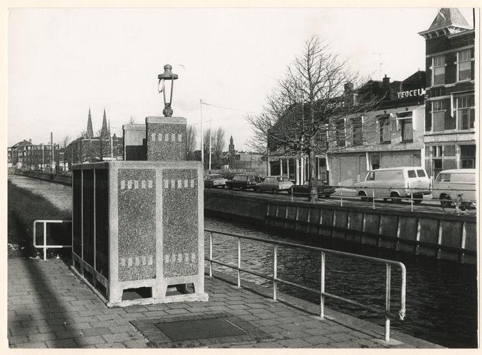 Noord-West-Buitensingel in 1975 met een urinoir.