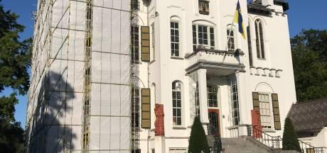 Rijksmonumentaal raadhuis Vught bladdert af; renovatie is gestart