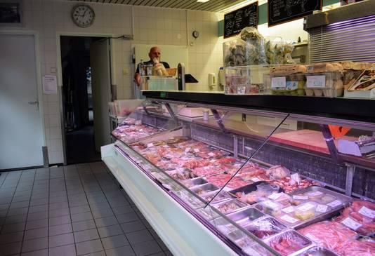 Hans Lander in zijn slagerij.