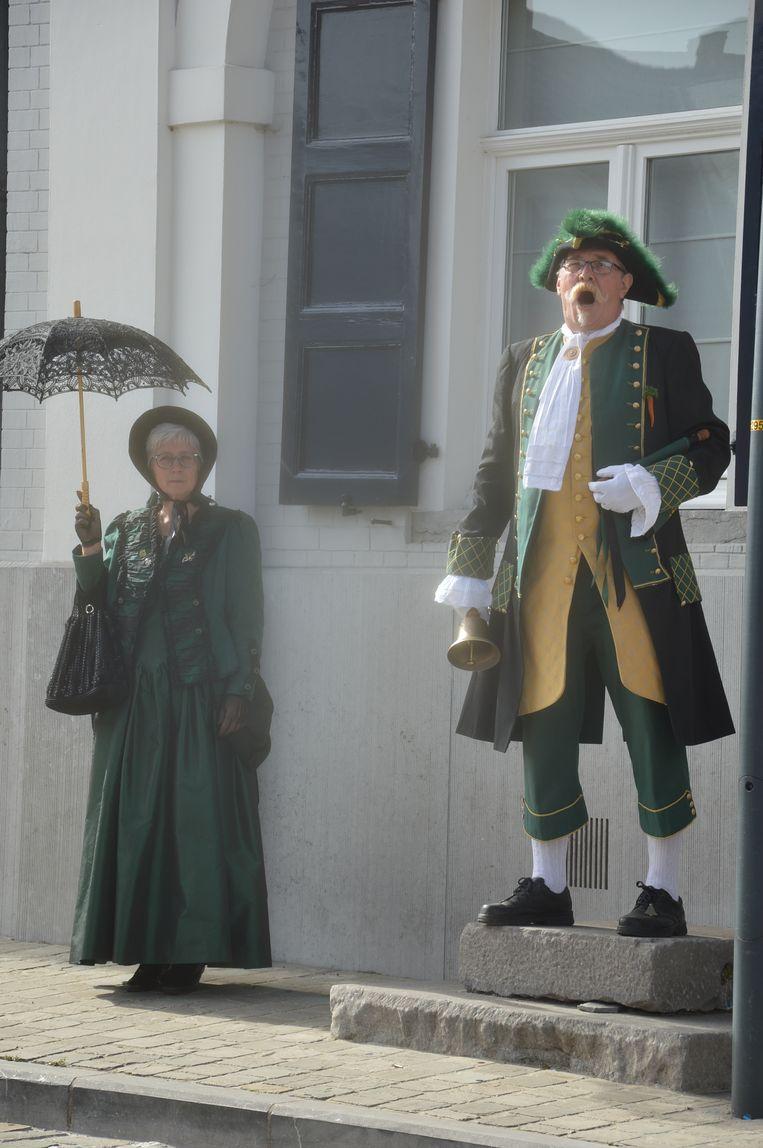 Hans Van Laethem, belleman van Ninove, met zijn escorte Frieda.
