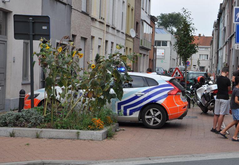 De politie sloot de buurt af voor een uitgebreide sweeping.
