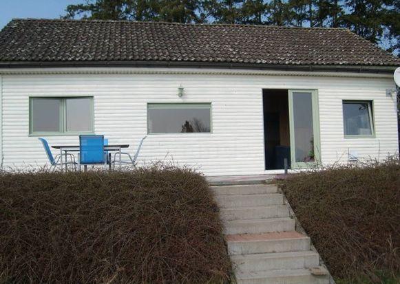 De Vlaamse eigenaar (80) van een vakantiewoning in de Ardennen heeft gisterochtend het lichaam van een huurder ontdekt in zijn gîte, in het dorpje Forzée (Rochefort). De Genkse man was vastgebonden, geslagen en op meerdere plaatsen verbrand. Drie twintigers uit Genk zijn aangehouden.