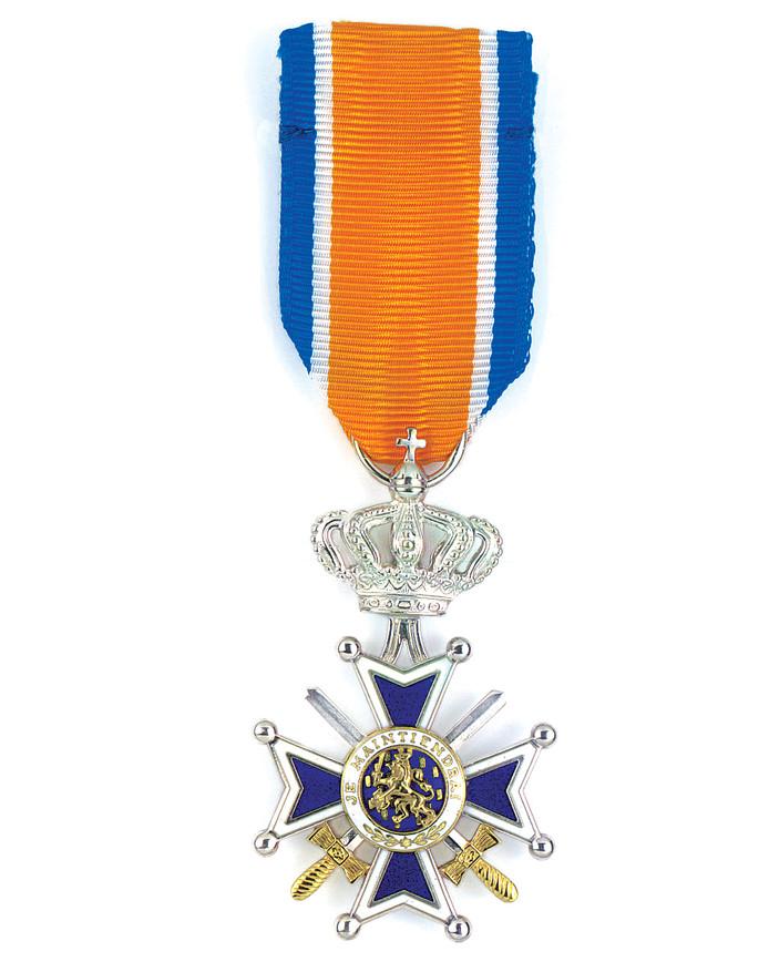 Lid in de Orde van Oranje Nassau met zwaarden.