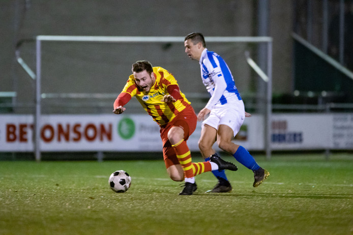 Penalty voor Go Ahead Kampen, maar 'slachtoffer' Wilbert Wessels zal missen.