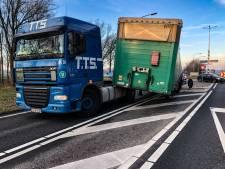 Trailer schiet los van vrachtwagen op de N343 bij Hardenberg