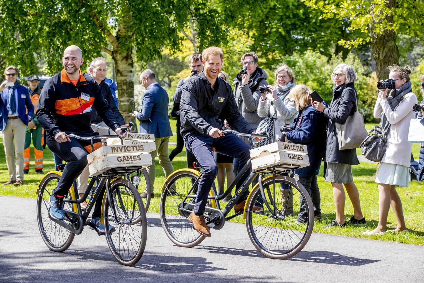 Prins Harry, afgelopen mei in het Haagse Zuiderpark bij de aftrap naar de Invictus Games 2020 in Den Haag.  De Britse prins is initiatiefnemer van deze Olympische Spelen voor militairen, die gewond zijn geraakt  tijdens missies.