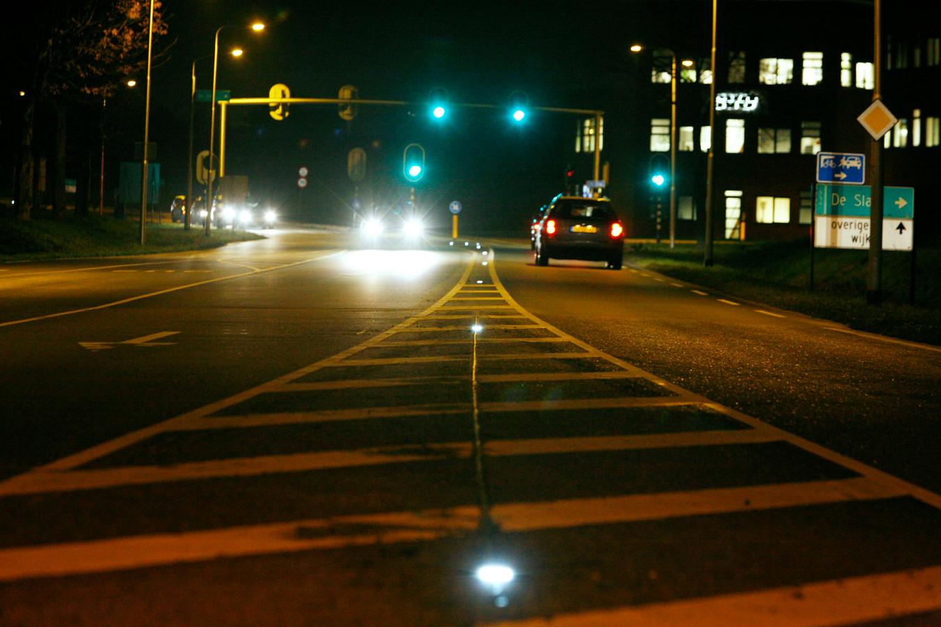 De Rondweg in Houten, de bedoeling is helemaal over te gaan op led-verlichting.