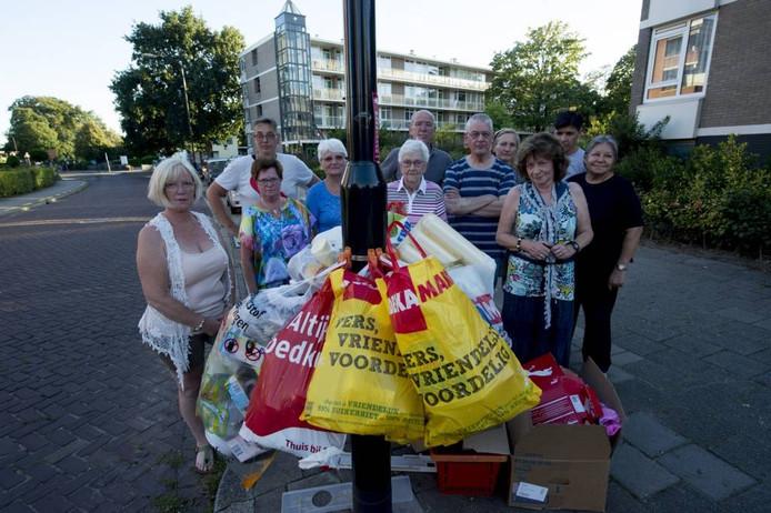 De afvalberg irriteert buurtbewoners. Foto Kevin Hagens