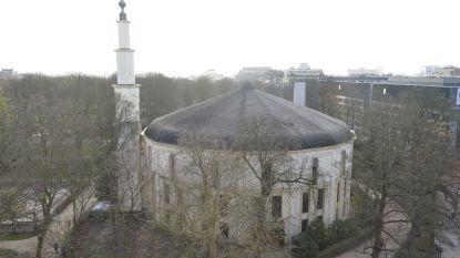 Nederlands- en Fransonkundige imam met banden met Saudi-Arabië preekt in Grote Moskee