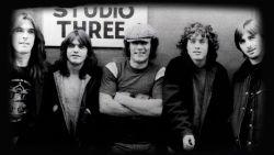 'Back In Black' wordt vandaag 40! Alles wat je moet weten over iconische AC/DC-plaat