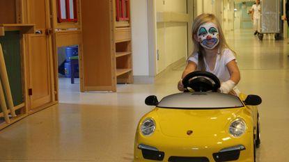 Patiëntjes rijden met Porsche naar operatiezaal