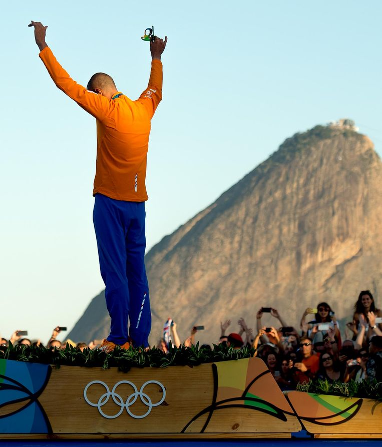 Dorian van Rijsselberghe op het podium met goud. Beeld Klaas Jan van der Weij