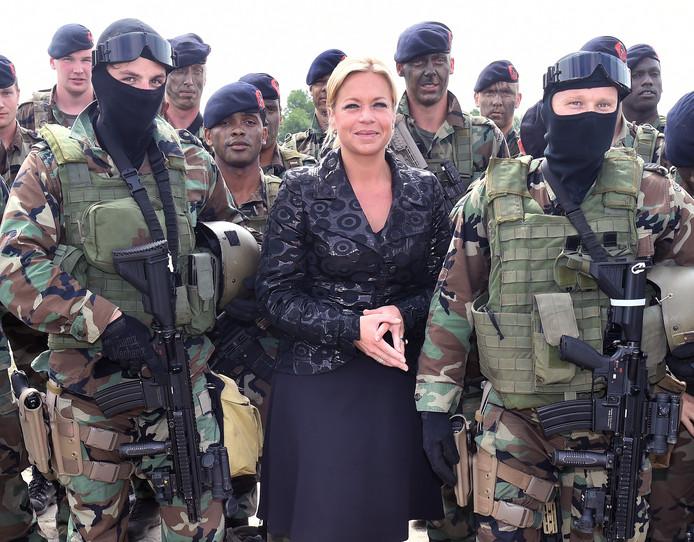 Minister Jeanine Hennis-Plasschaert kwam vijf jaar geleden met mariniers naar Vlissingen om de bestuursovereenkomst voor de bouw van de marinierskazerne te tekenen.