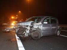 Ravage aan auto na ongeluk op A59 bij Vlijmen, weg tijdelijk dicht