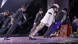 Specialisten verklaren onmogelijke dansbuiging Michael Jackson en waarschuwen ze niet zelf thuis uit te proberen