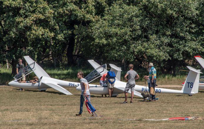 Op het zweefvliegveld in Malden wordt gewoon gevlogen. In het afgelopen weekend waren er ongevallen in Nederland en Duitsland met zweefvliegtuigen.