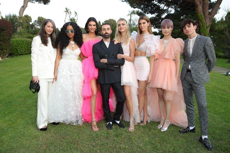 Kendall Jenner, Chiara Ferragni en enkele andere modellen tonen de eerste stuks van Giambattista Valli x H&M.