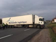 """Des routiers se rebellent en France: """"À notre tour de bloquer les gilets jaunes"""""""