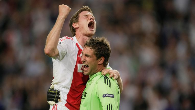 Blijdschap bij Maarten Stekelenburg en Jan Vertonghen na het winnen van Dinamo Kiev. Foto AP Beeld AP