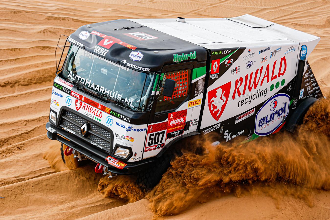 Gert Huzink finishte met zijn hybride Renault in de negende etappe van de Dakar Rally als vijfde.