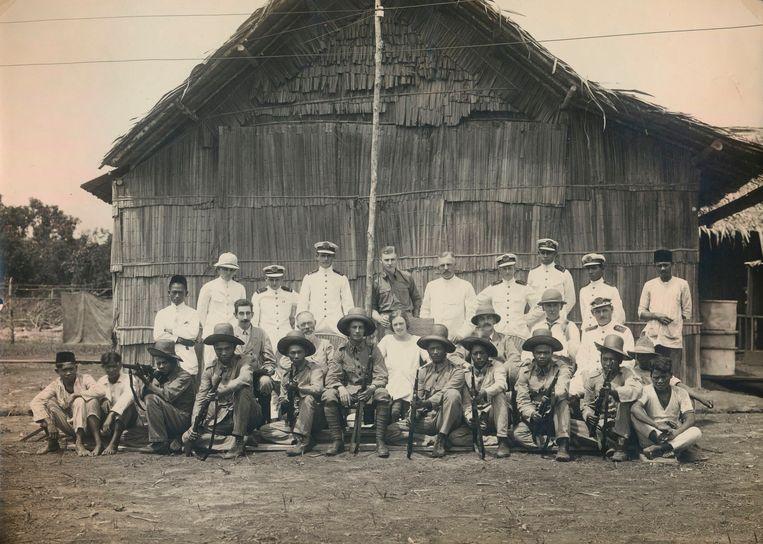 Deelnemers aan astronomische expeditie op Sumatra in 1922. Toen was daar een zonsverduistering te zien. Beeld Collectie Rijksmuseum Boerhaave