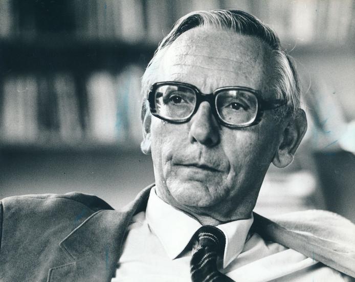 Oud-minister Max van der Stoel .