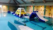 Klimmen en klauteren op Aqua Challenge Track in Nijlens zwembad