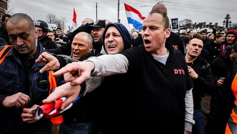 Demonstranten van Pegida rond de Stopera op 6 februari van dit jaar Beeld ANP