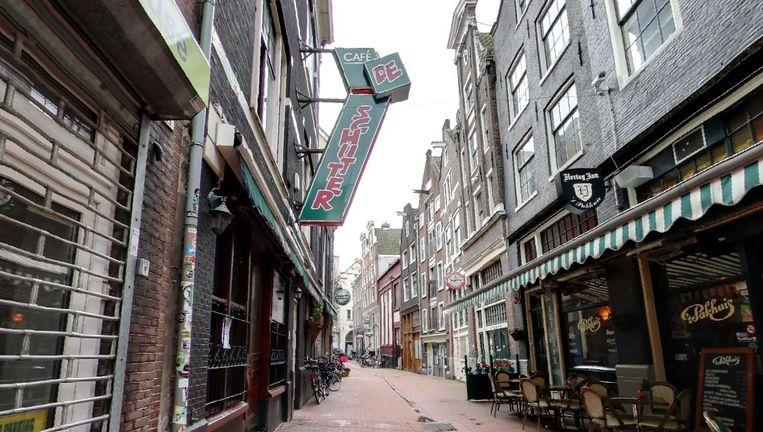 Links café De Schutter in de Voetboogstraat Beeld Google Streetview