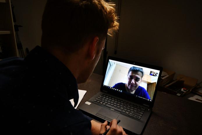 """Ggz-instelling Dimence verwijst cliënten door naar psychiater Gerdje van Hoecke  in India. De consults zijn via Skype. Het interview met haar ging ook via Skype. ,,Op het scherm zie ik patiënten van veel nabijer dan in een fysiek consult. En eigenlijk ga ik elke keer op huisbezoek."""""""