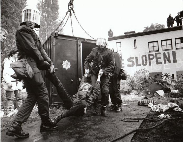 Op 23 augustus 1990 werd de gekraakte Bunker aan de Sint Jorislaan in Eindhoven ontruimd. Het pand was 34 jaar gekraakt geweest. Bij de ontruiming werd geen verzet gepleegd door de krakers. Er was een flinke politiemacht op de been.