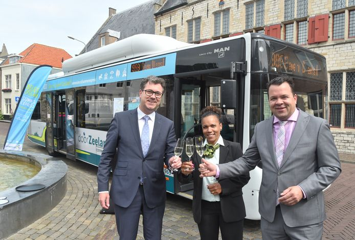 Drie jaar geleden: Harry van der Maas (l), Maria Duiker en Michiel Bijleveld toosten op de Summer Express.
