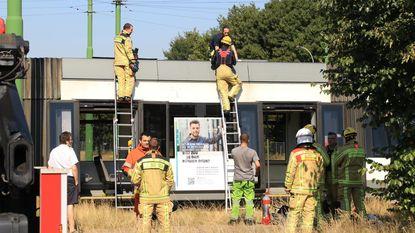 Tramverkeer lamgelegd door brandje op dak van tram