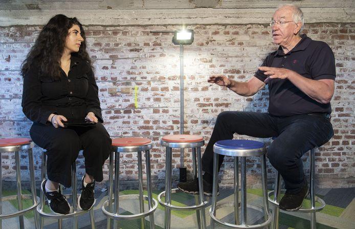 Onderzoekster Sefora Tunç praat met René Haantjes.
