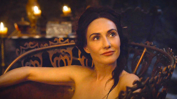 Binnenkort op de buis in seizoen 7: Melisandre ofwel Carice van Houten